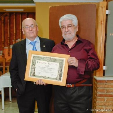 Entrega de Diploma Especial de Agrafi a Alfonso Llamas Prados.