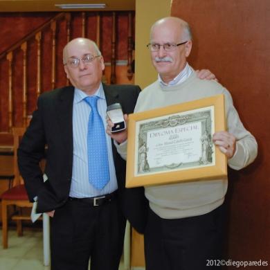 Entrega de Diploma Especial e Insignia de Oro de Agrafi a Manuel Cabello Gracía.