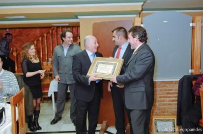 Entrega de Diploma Especial a Elías Manrique.