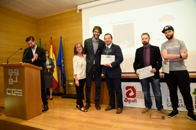 María Castillo - Federación Comercio Granada y Luís Aribayos -Confederación Granadina de Empresarios entregan Premio de Obra Personal