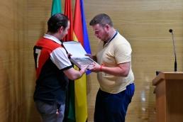 Entrega al ponente de una placa de agradecimiento por parte del Presidente de Agrafi